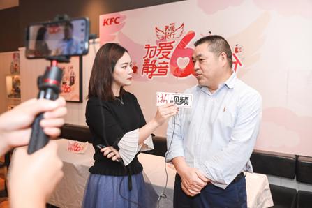 绍兴市残联党组成员、副理事长朱献飞静音直播前向网友介绍活动。主办方供图