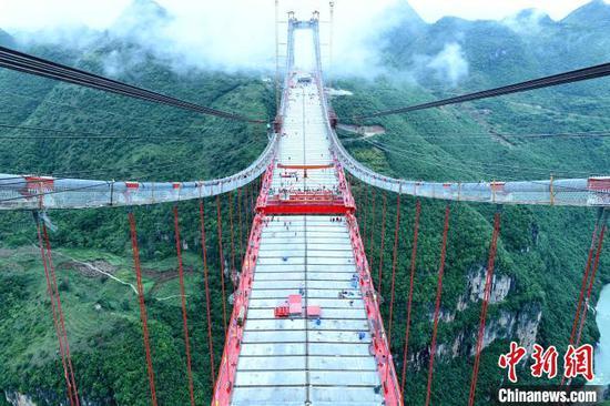 图为峰林特大桥合龙现场。 刘叶琳 摄