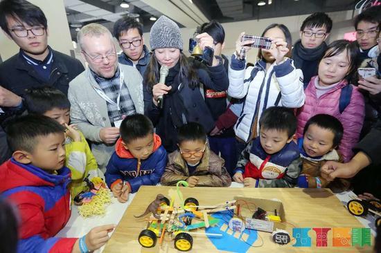 文创产品引人围观 德清县宣传部提供