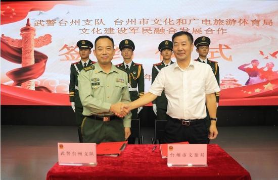 军民文化融合项目签约 章朝晖 摄
