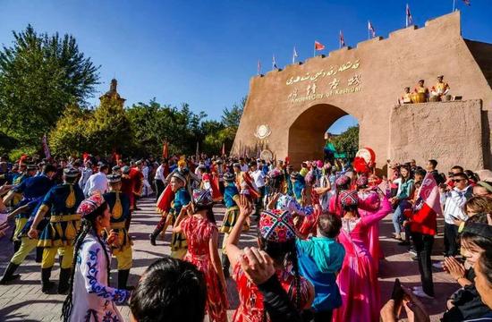 """""""双节""""期间 喀什市旅游景区游客人数创新高"""
