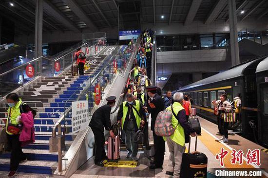 全国铁路今起调图:西安至乌鲁木齐、敦煌首开动车