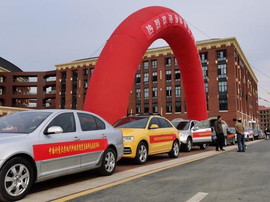 党员志愿者车队  中国计量大学现代科技学院供图