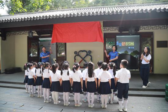 瓯海区垃圾分类体验馆迎来首批体验者。温州市综合行政执法局供图