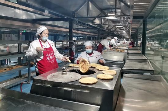 """小馕饼大产业:阿克苏地区依托馕产业为乡村振兴添""""后劲"""""""