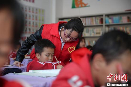 """贵州贵定:易地扶贫搬迁社区里的""""四点半学校"""""""