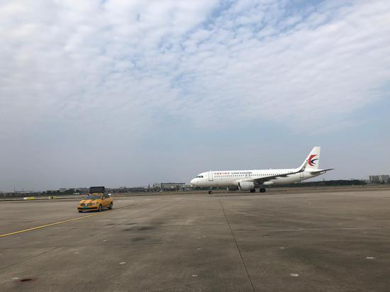 宁波机场停机坪。  林波 摄
