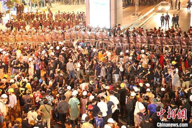 时隔一天泰国曼谷再现抗议示威