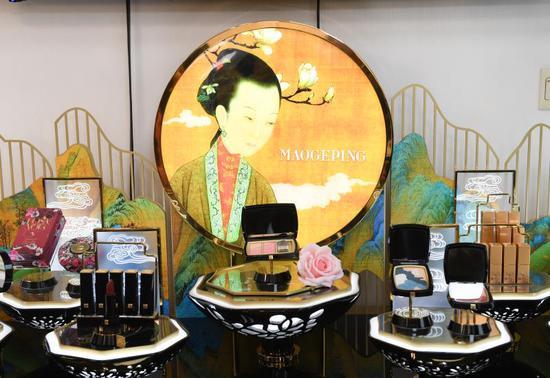 毛戈平MAOGEPING美妆品牌与故宫文创推出的化妆品。 王刚供图