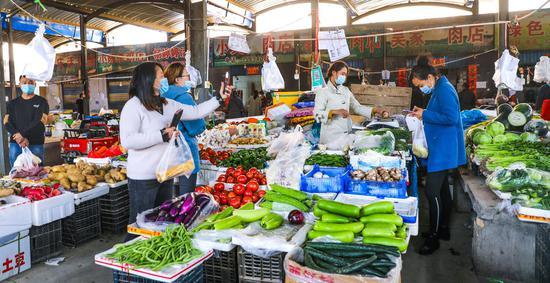 喀什市严格执行疫情防控政策 全力保障生活物资供应