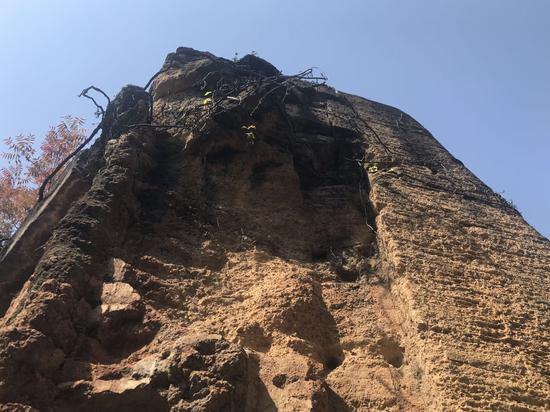 历经百余年,炮台外墙有所受损。 李典 摄