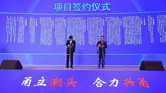 宁波市人民政府与香港贸易发展局签署《关于共同推动服务业合作发展战略合作框架协议》。  王刚 摄