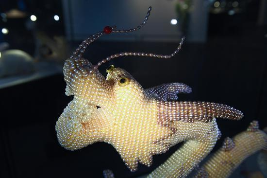 欧诗漫珍珠博物院展出的以珍珠镶嵌的龙。  王刚 摄
