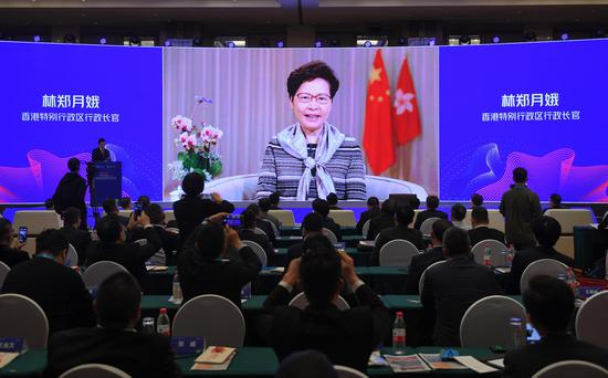 香港特别行政区行政长官林郑月娥通过视频致辞。  王刚 摄