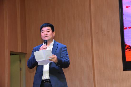 武义县委常委、宣传部长童咏雷为同学们寄语。 武义宣传部提供