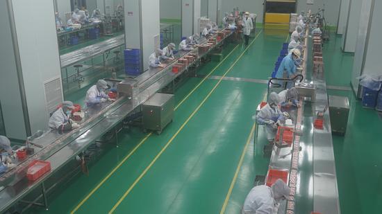 义乌一家美妆企业生产车间内干净整洁。  互腾(通讯员) 摄