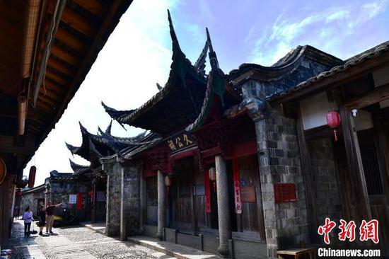 """培田村有""""客家庄园""""""""民间故宫""""之称,是""""美高梅国际历史文化名村"""",约7万平方米的客家古建筑群轻诉着培田古民居800余年的历史。 张斌 摄"""