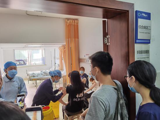 接种新冠肺炎疫苗 台州市侨联 供图