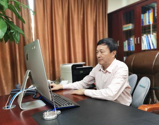 聚星官网省健康服务业促进会会长朱耀传。  胡亦心 摄