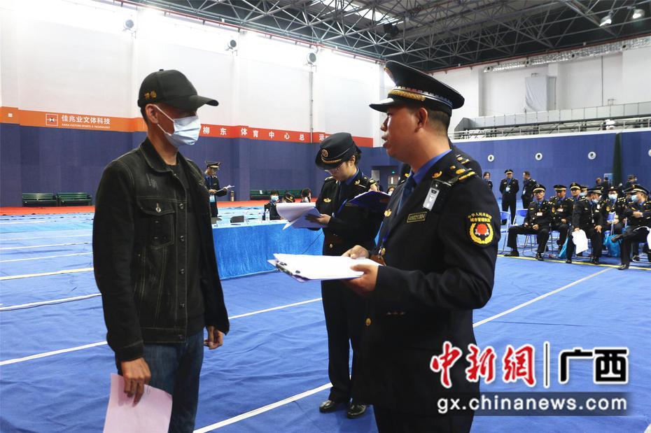 """广西城管举行业务""""比武"""" 提升执法形象"""