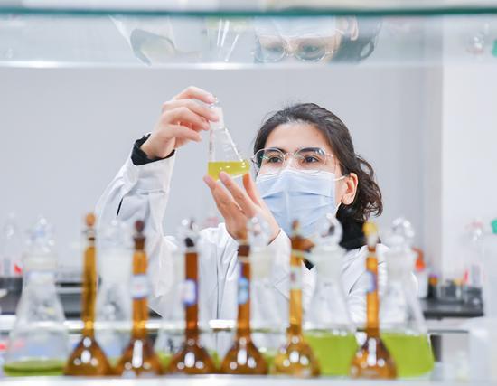 新疆生物医药创新创业园内的新疆民族药关键技术与工艺工程研究中心核心实验室。