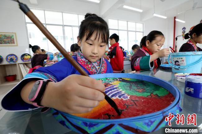 多彩非遺技藝進廣西侗寨課堂