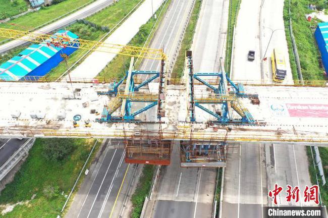 印尼雅万高铁全线第二大跨度连续梁合龙