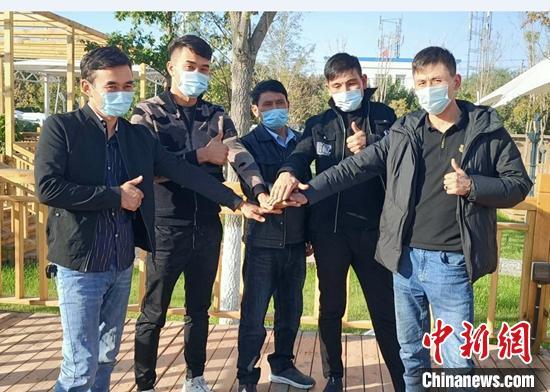 新疆90后青年务工不忘乡亲 带领同乡脱贫共致富