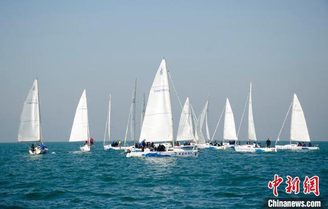 """2020""""一带一路""""国际帆船赛(中国北海站)举行"""