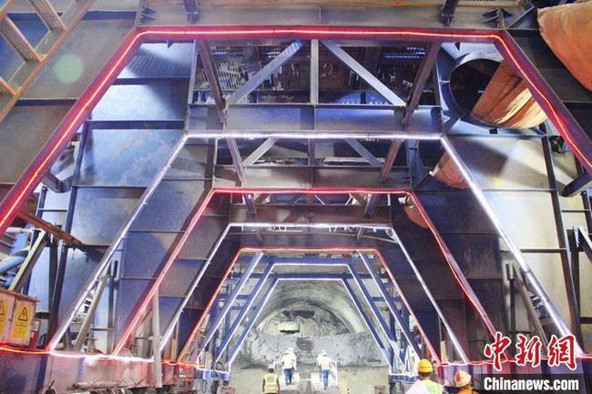 印尼雅万高铁贯通全线首座千米以上隧道