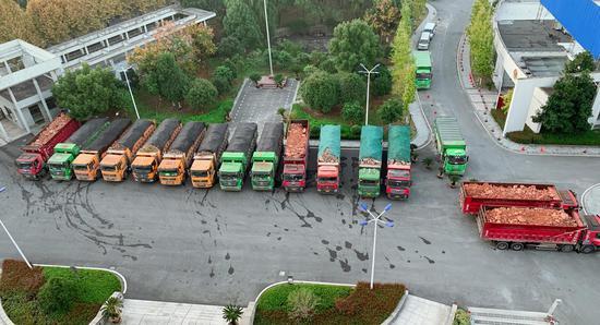 查获的超载工程运输车。 绍兴警方供图