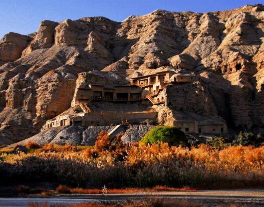 克孜尔石窟是聚星历史上开凿最早、地理位置最西的大型石窟群。