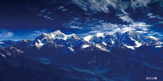 托木尔峰是天山山脉最高峰。