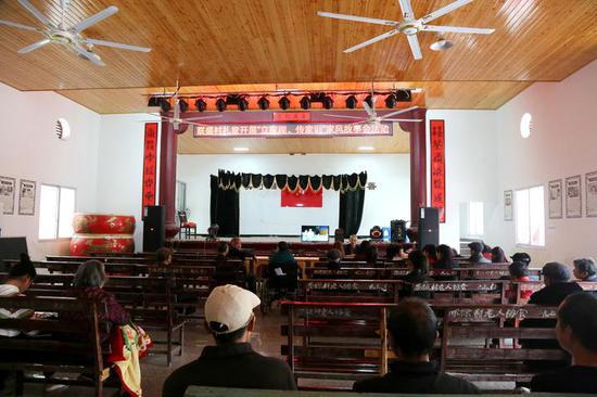 俞金则管理文化礼堂时的场景 李巧敏 摄