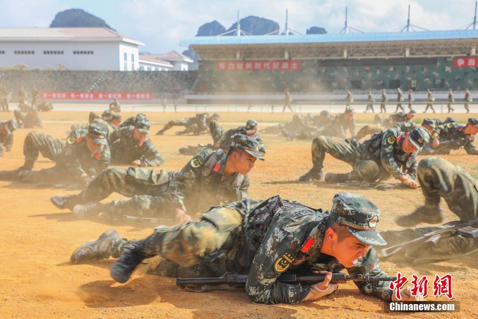 广西武警新兵训练磨砺血性虎气