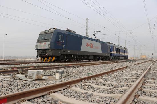 格库铁路新疆段开始进行热滑实验