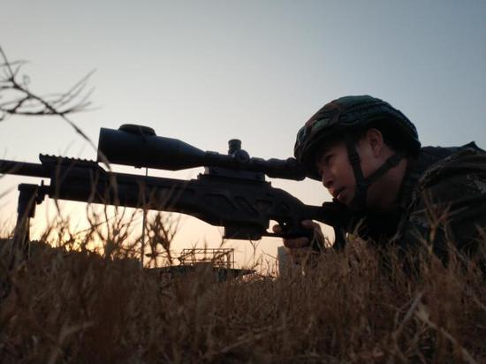 训练时的龙照清。 武警衢州支队 供图