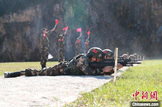武警六盤水支隊組織特戰專業訓練等級評定考核