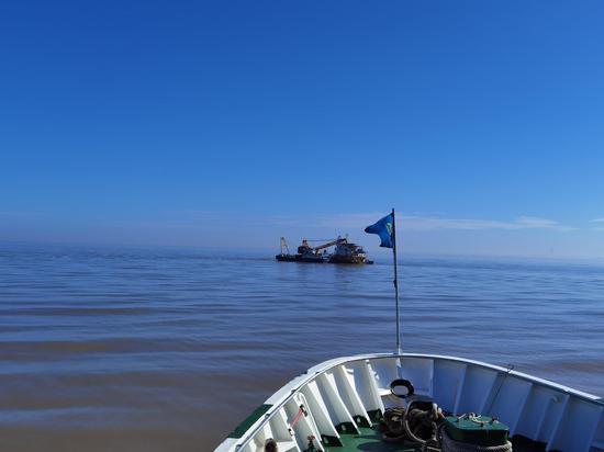 海事护航现场。  宁波海事局提供
