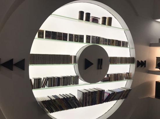 收藏的磁带唱片。  李典 摄