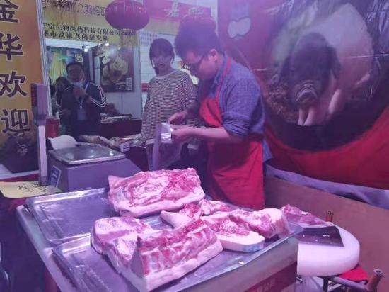 """金华""""两头乌""""猪肉。周孙榆 摄"""