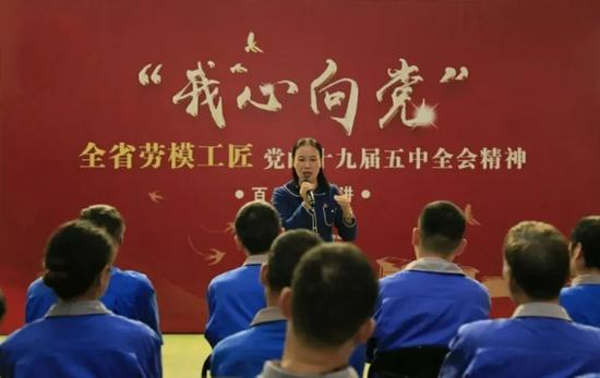 陈美芳进行宣讲。亚星集团省总工会供图
