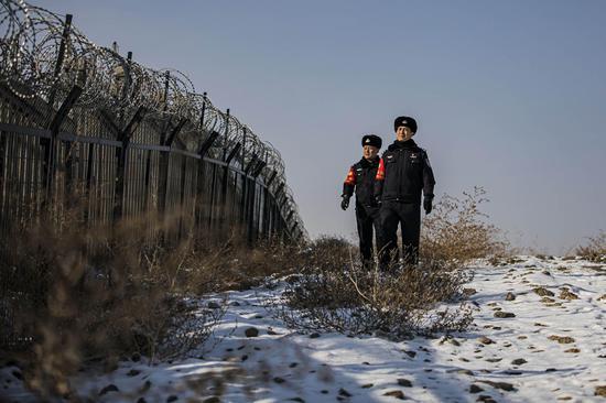 乌鲁木齐铁警冬季巡线保安