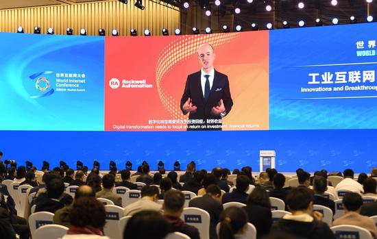 罗克韦尔自动化全球高级副总裁董楠桐通过视频进行发言。  王刚 摄