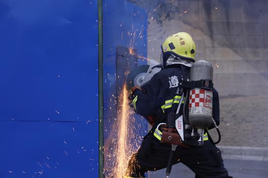 """贵州遵义市消防救援支队举行2020年""""关注消防、生命至上""""消防宣传活动"""