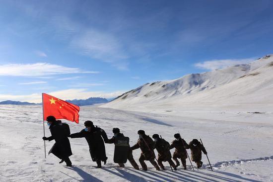 新疆克州警地联合展风采 踏雪巡边筑警魂