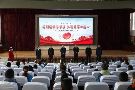台州援疆指挥部为五团中学学生送上公益奖学金