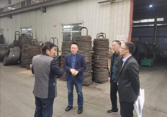 安吉开发区联企干部走访小微企业园 安吉县宣传部提供