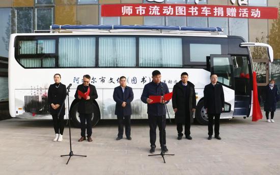 台州援疆指挥部为兵团第一师阿拉尔市捐赠流动图书车