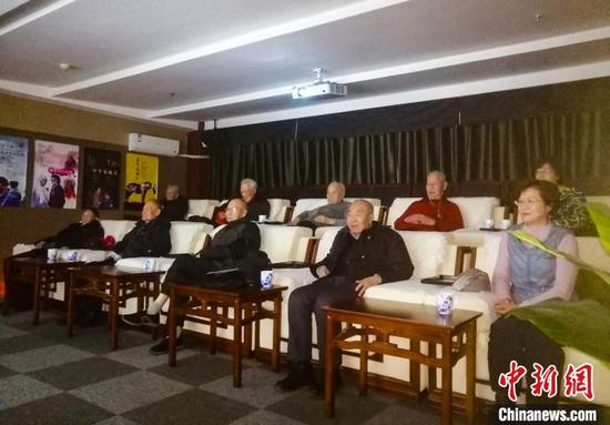 听80多岁援疆老干部们谈电影《喀什古丽》